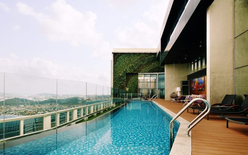 Rooftop pool e1535079953718