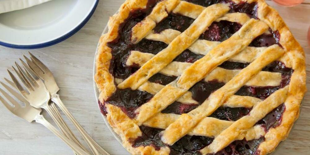 Пирог с черной смородиной из дрожжевого теста рецепт с